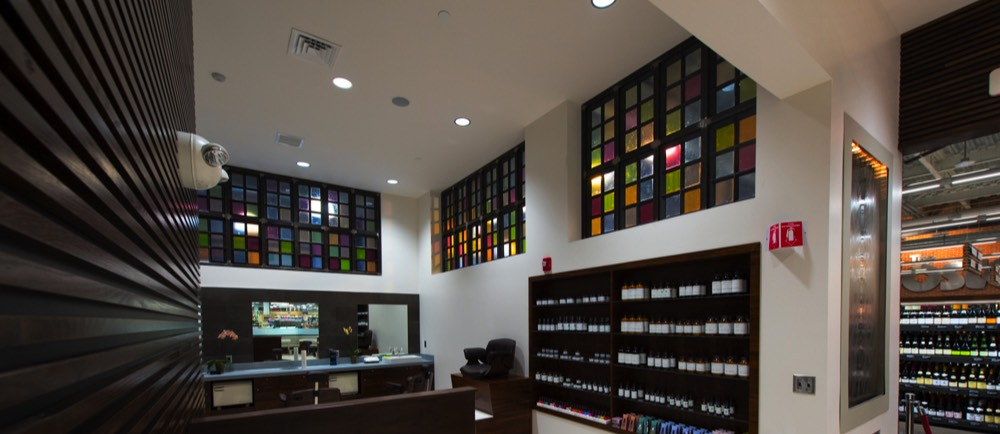 Art glass concepts in retail with spa atmosphere